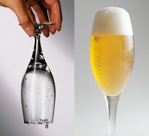 Beim falsch gespülten Glas bilden sich nach dem Spülen einzelne Tropfen. Ein weiteres Zeichen für schlecht gespülte Gläser sind beim gefüllten Glas an der Glaswandung anhaftende Gasblasen.